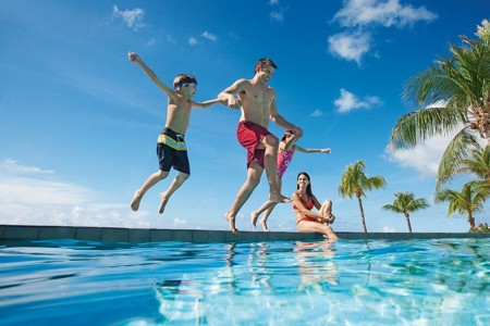 tour guide all-inclusive resorts Sunscape family pool