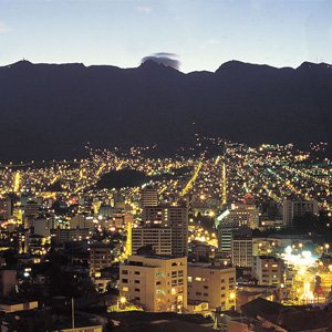 Ecuador-Quito-city-night-Cosmos