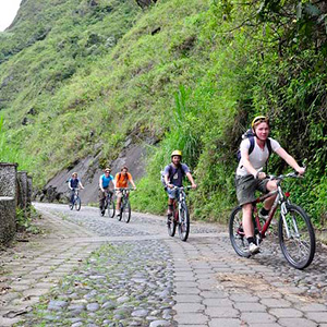 Ecuador-excursion-Banos-biking-Cosmos
