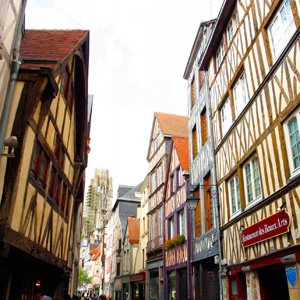 France-Rouen-town-buildings-Globus
