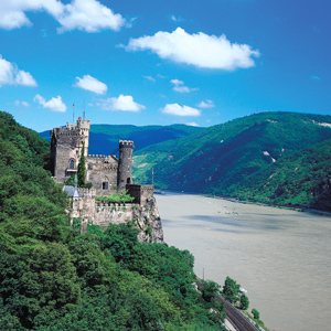 Germany-Rhine-River-Gorge-castles-Globus