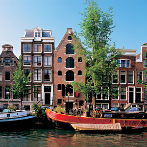 Holland-Amsterdam-canal-view-buildings-Globus