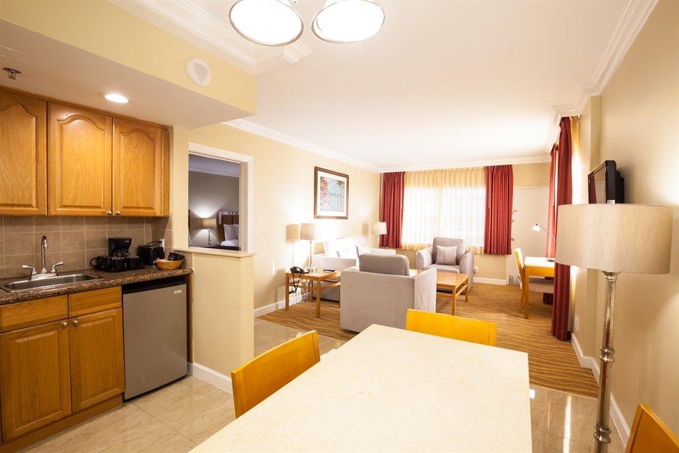 Ocean Sky Fort Lauderdale rooms 03 - suite parlor kitchenette