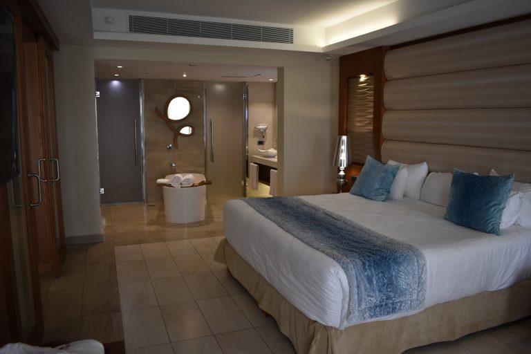Majestic-Mirage-room-suite