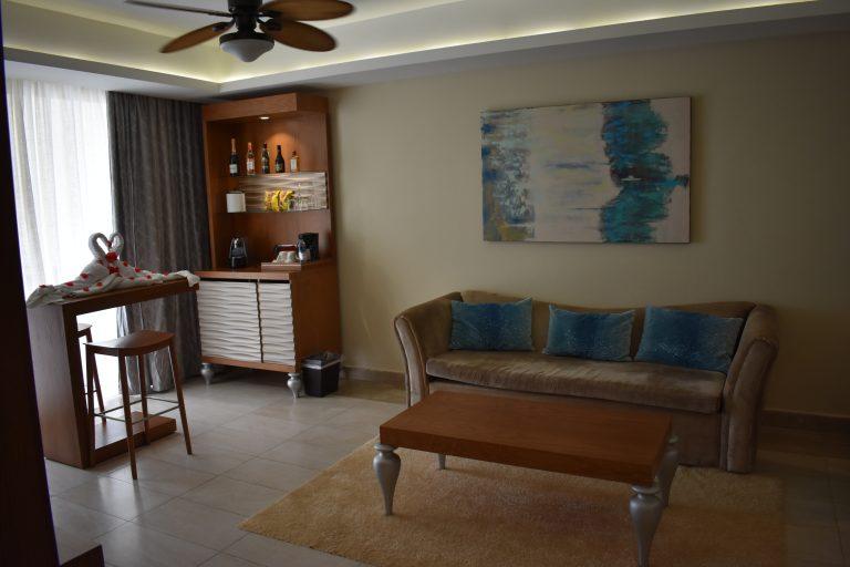 Majestic-Mirage-room-suite-living